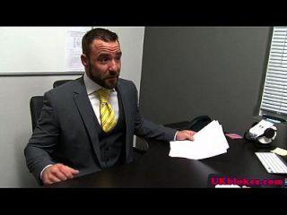 pregos ingleses peludos cumming no escritório