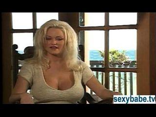 Valentim Stacy masturbando na praia