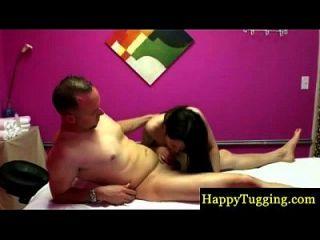 massagista asiática real no golpe de espião