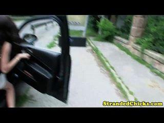 adolescente húngaro encalhado facilitado para um elevador