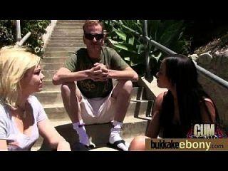 Ebony pela primeira vez com um grupo de dicks brancos 9