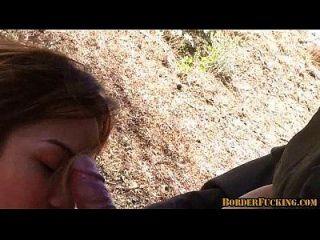 Menina mexicana morena quente é pego e fodido por patrulha fronteiriça 4