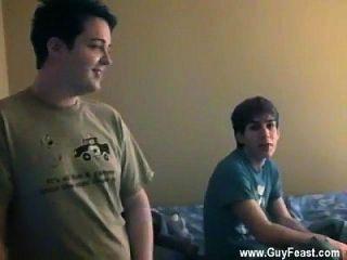 Gay jocks todos os caras parecem lindos a bordo para um trio ... exceto