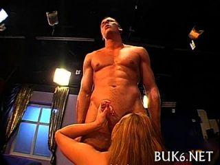 golpear sexo grupal com jizzum espesso