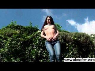 sozinho, garotas excitadas, gostam de brinquedos sexuais para clip de masturbação 04