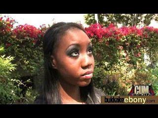 Ebony pela primeira vez com um grupo de dicks brancos 16