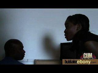 Sexo bukkake interracial com estrela pornô negra 16