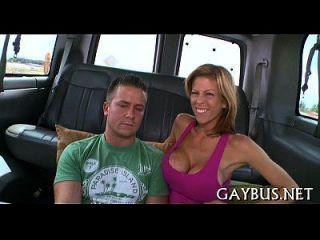Dong explícito andando com gays
