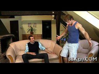 domesticando um pecker homossexual sexualmente excitado