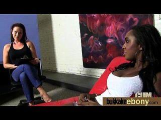Sexo bukkake interracial com estrela negra do porn 9