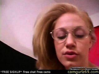 Trabalho de mulher amadora em óculos em pornô amador quente 3 sexo de bate-papo sexo de webcam maduro grátis