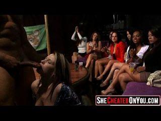 46 strippers são explodidos na festa de sexo CFNM 09