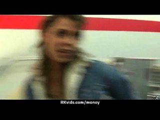 adolescente apertado foda um homem na frente da câmera por dinheiro 12