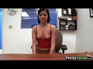 Morena sexy obtém um diem moore facial 1 2.1