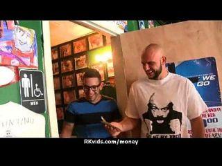 adolescente apertado foda um homem na frente da câmera por dinheiro 23