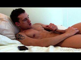 Danilo reto impertinente masturbando-se