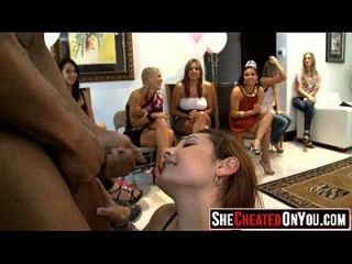 17 strippers ficam explodidos no cfnm sex party 38