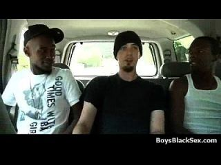 Meninos brancos fodidos por gajos negros 01