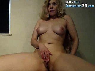 Alina sofisticada na câmera de sexo ao vivo é fácil em casal com s