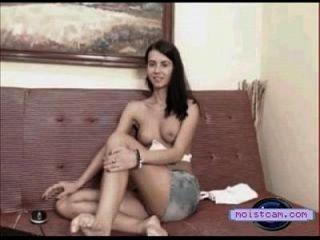 [moistcam.com] tetas perky cam teen mostra seu corpo quente! [câmara xxx grátis]