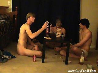 surpreendente traço de cena gay e william se juntam com seu novo companheiro