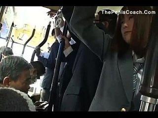 a estudante tem que dar uma boquete em um ônibus