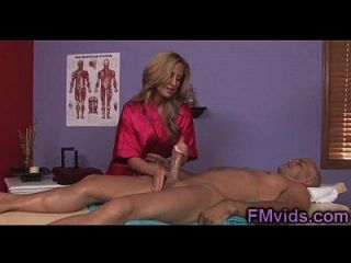 milf busty lindo oferece massagem incrível