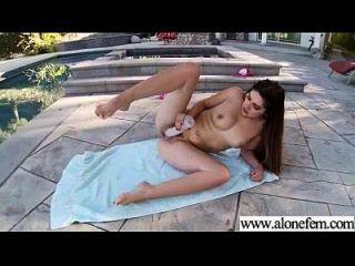 sozinho, garotas excitadas, usam brinquedos sexuais no vídeo da câmera 24