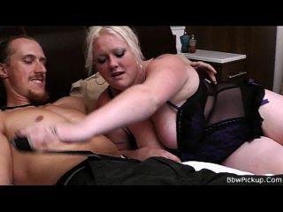 busty blonde plumper suga e monta carne de homem