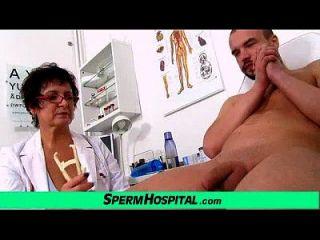 busty milf doctor greta sexy uniforme e wankjob