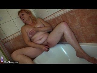 oldnanny, uma mulher lésbica córnea está curtindo