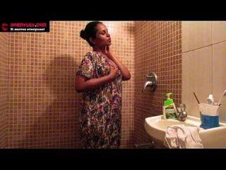 indiano amador babes lírio masturbação sexo no banho