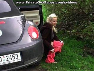 amiga amadora sexy recebe corrida de volta no carro