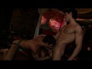 ginásio ginásio gay hai anh trong bar làm tình cực nứng ...