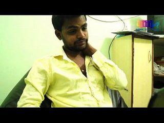 romance de dona-de-casa indiano com engenheiro de software