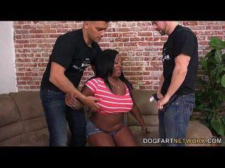 jayden starr prova que ela é uma vagabunda negra para galo branco