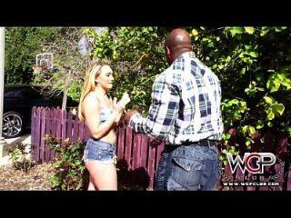 wcp club big ass blonde babe squirts pela primeira vez
