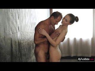 babe nataly von recebe algum sexo matinal no banho