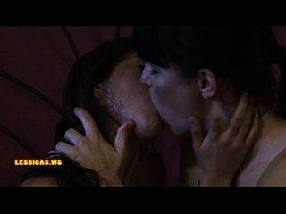 incríveis meninas selvagens se beijando muito calor