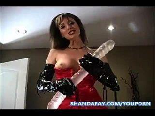 preso na bunda com um vibrador de dupla extremidade por Shanda Fay