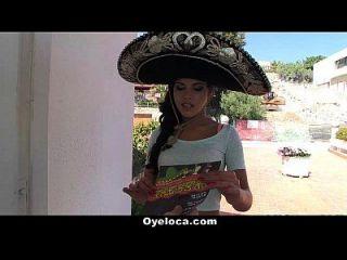Oyeloca quente latina fodida durante uma festa cinco de mayo!
