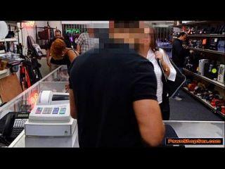 busty garçonete suga cock de proprietários panwshop para dicas extras