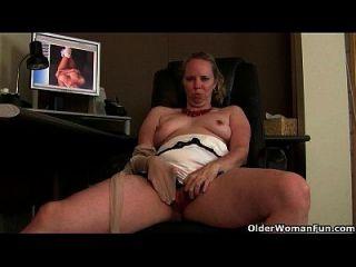 coisas turvas acontecem quando a mãe vê pornografia
