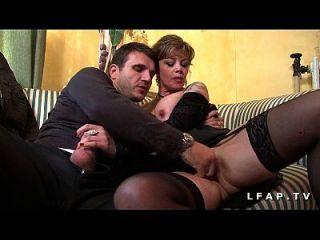 burguesia madura e lingerie grave sodomisee com ejac entre ses gros seins