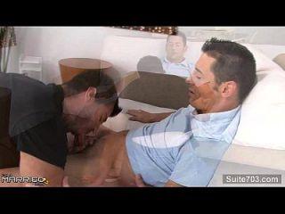homem machucado e pesado é fodido por um gay
