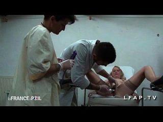 ffm cougar sodomisee par l assistente chez le gyneco aux gros seins