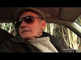 Rei Chubby Moreno fodido em três instantes com papy voyeur em um carro