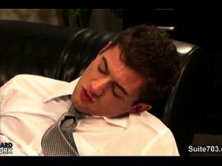 gays quentes batendo no escritório no trabalho