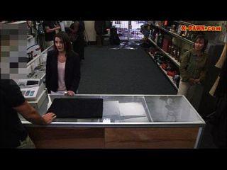 esposa dos clientes fodida com o homem do peão com tesão no backroom
