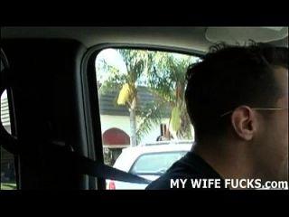Como se sente assistindo um estranho arar sua esposa